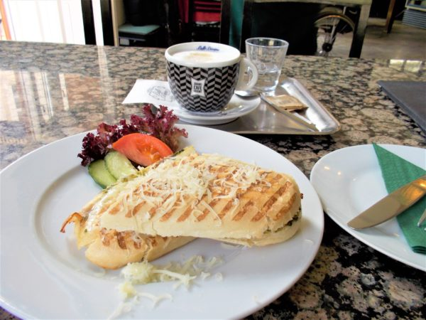 プラハのカフェGRAND CAFE ORIENTのパニーニ