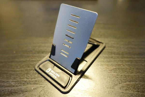 お財布に入るカードサイズのスマホスタンド