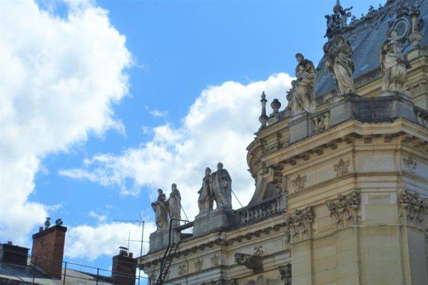 ベルサイユ宮殿の内部の屋根に像