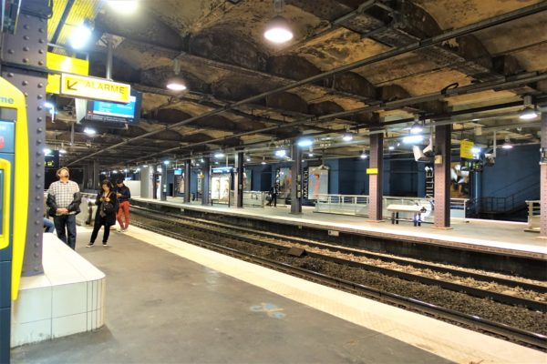 RERのサン・ミッシェル・ノートルダム駅(Saint-Michel - Notre-Dame)のホーム