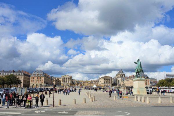 パリ大通りからみたベルサイユ宮殿