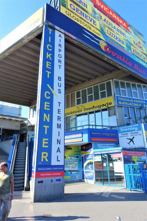 ザグレブバスターミナルの空港バスターミナルの入口