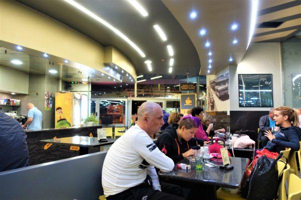 ザグレブバスターミナルの24時間営業のCafe Bakus