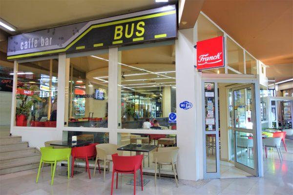 ザグレブバスターミナルの24時間営業で充電もできるCaffe bar BUS