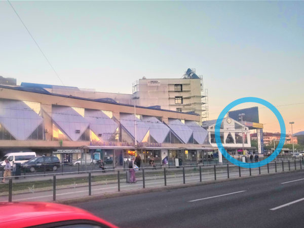 ザグレブバスターミナルの空港バス乗り場