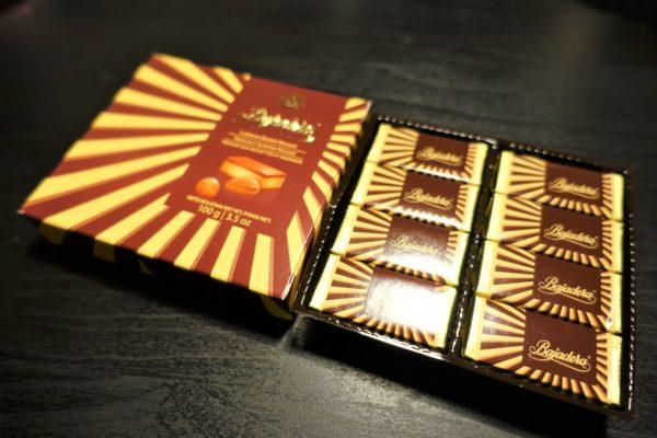 クロアチアのKrašクラッシュ社のバヤデラ(Bajadera)チョコレート8個入り