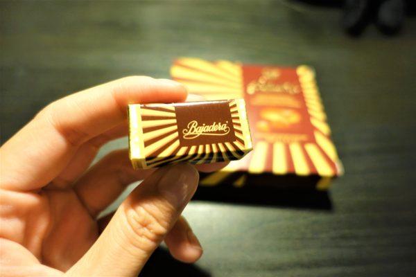 クロアチアのKrašクラッシュ社のバヤデラ(Bajadera)チョコレートは個装されている