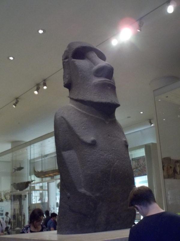 大英博物館のイースター島のモアイ像