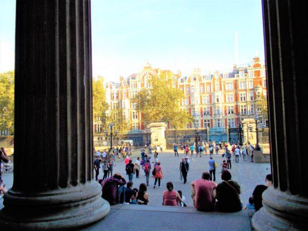 大英博物館の出口から見た眺め