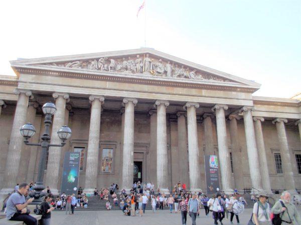 大英博物館の正面出入口