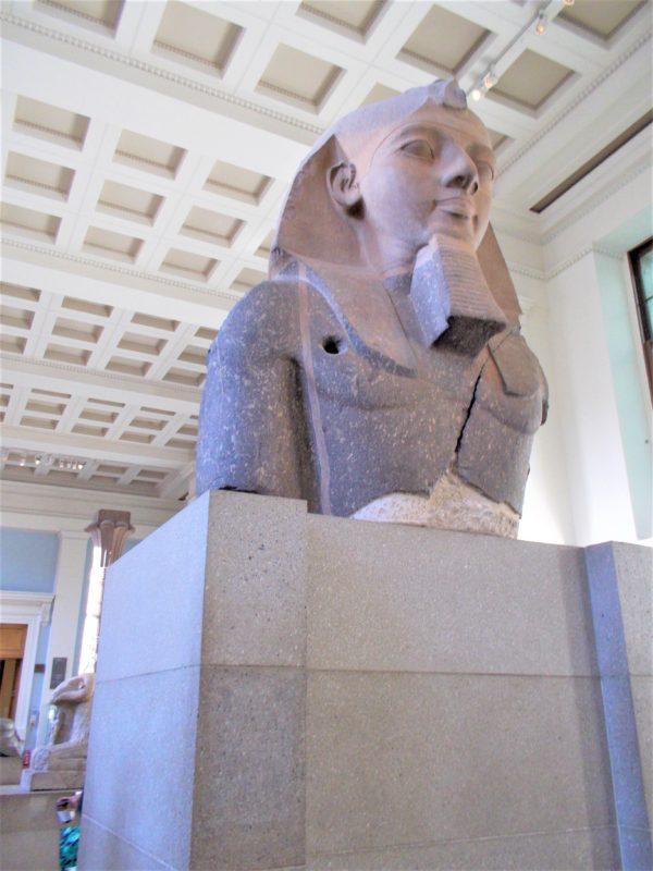 大英博物館のラムセス2世の胸像