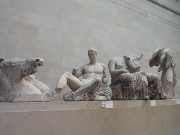 大英博物館のパルテノン神殿の彫刻群