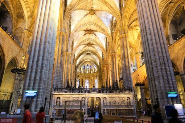 バルセロナのカテドラル(サンタ・エウラリア大聖堂)のゴシック様式の内部