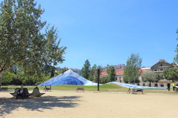 ガウディにインスピレーションを受けたモニュメントがある公園