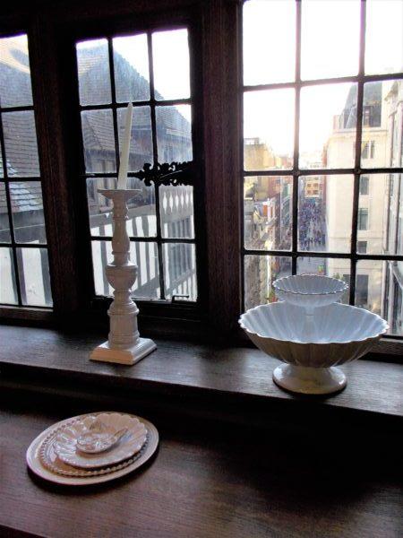ロンドンのリバティ(Liberty)の窓から外を眺めてみる