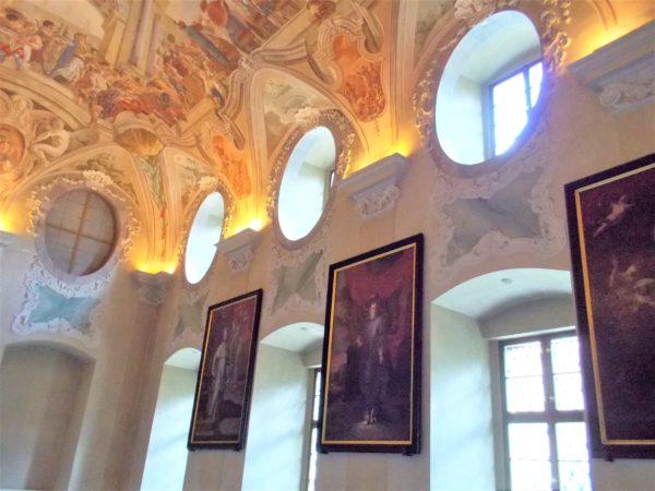 ストラホフ修道院の民族博物館の天井のフレスコ画