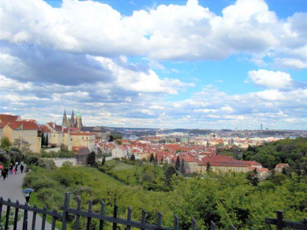 ストラホフ修道院からのプラハの街並みを一望する