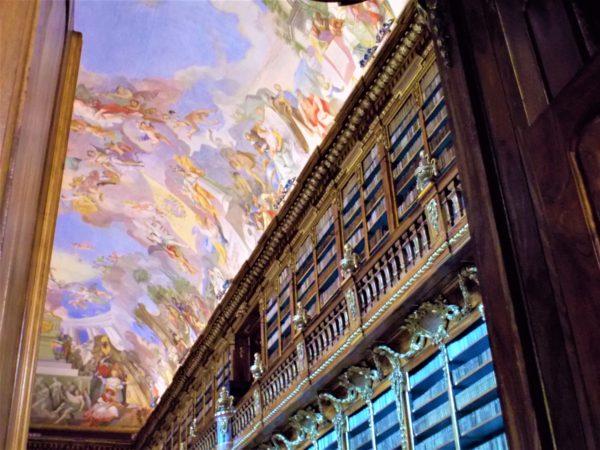 ストラホフ修道院の哲学の間の図書館