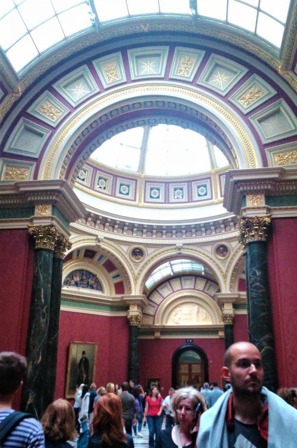 ロンドンのナショナルギャラリーの館内