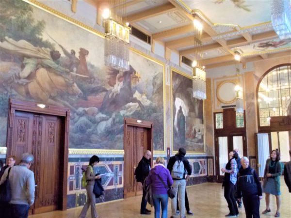 プラハ市民会館の巨大な壁画