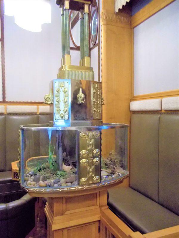 プラハ市民会館のサロンにあった水槽