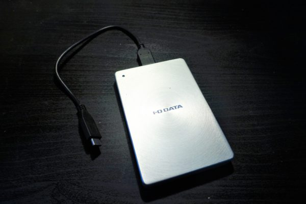 シルバーの外付けポータブルハードディスク
