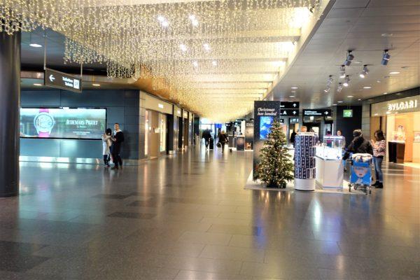 チューリッヒ空港のおしゃれな空港内