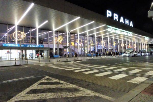 プラハ空港に到着