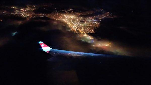 飛行機の窓から見たチューリッヒの夜景