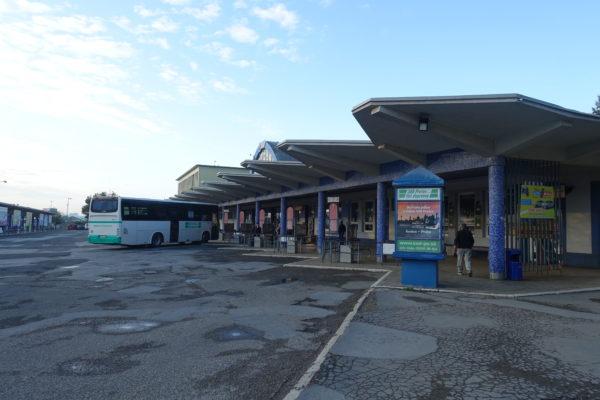 プレショフバスターミナルからスピシュ城へ向かう