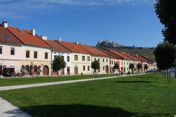 マリアンスケー広場からスピシュ城を見る
