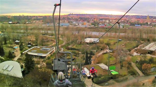 プラハ動物園のリフトの乗り方