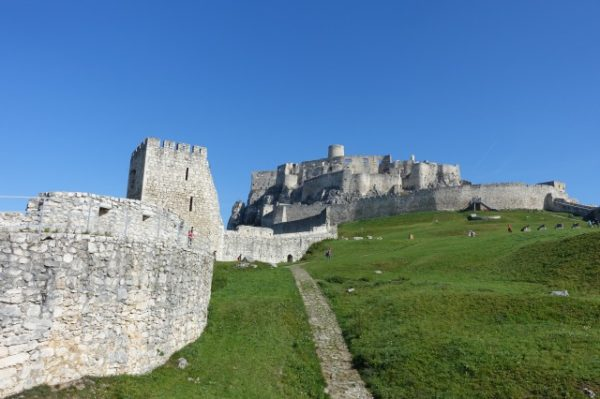 スピシュ城の城壁を歩く