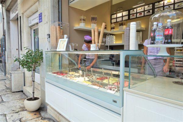クロアチアのスプリットの旧市街のアイスクリーム屋さん