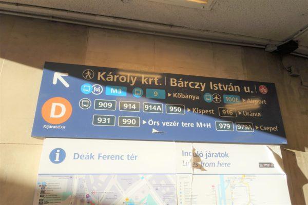 始発駅Deak Ferenc ter駅から100Eエアポートシャトルバスのバス停までの行き方