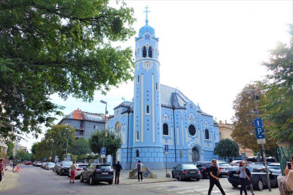 スロバキアのブラチスラバの観光名所である青い教会