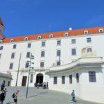 スロバキアのブラチスラバ城までの行き方。聖マルティン大聖堂やUFOの塔も近い!