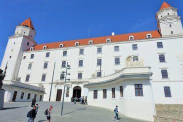 ブラチスラバ城までの行き方。聖マルティン大聖堂やUFOの塔も近い!