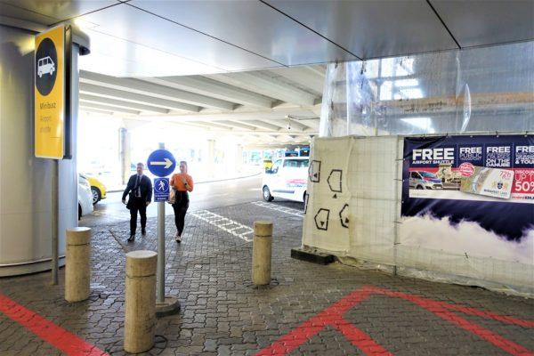 ブダペスト空港のチケット発券機の場所
