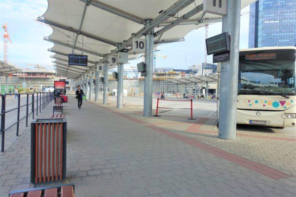 ブラチスラバのバスターミナルのプラットホーム番号