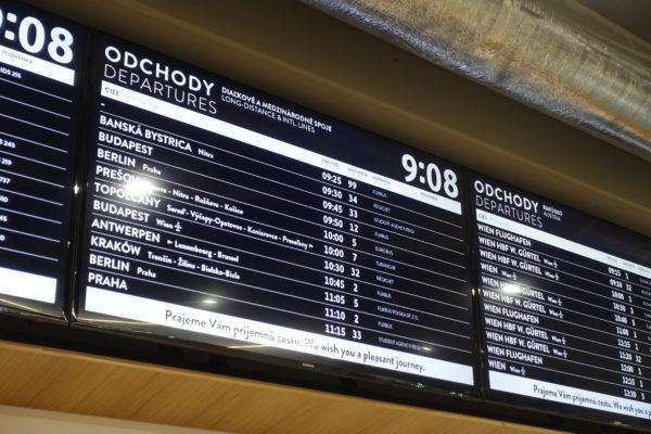 ブラチスラバのバスターミナルの電光掲示板