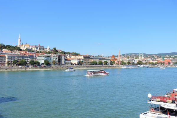 ブダペストのセーチェーニ鎖橋から見たドナウ川