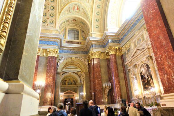 ブダペストの聖イシュトヴァーン大聖堂の内部