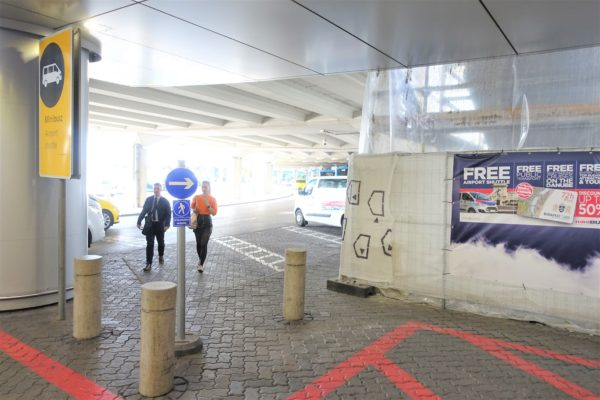 ブダペスト空港の到着ゲートから100Eシャトルバス乗り場までの行き方