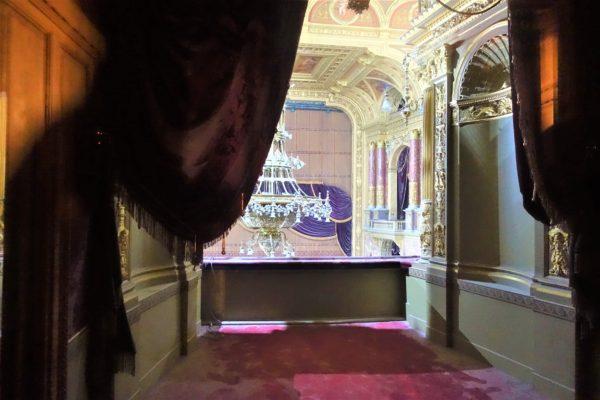 ブダペストの国立歌劇場の見学ツアーのオペラホール