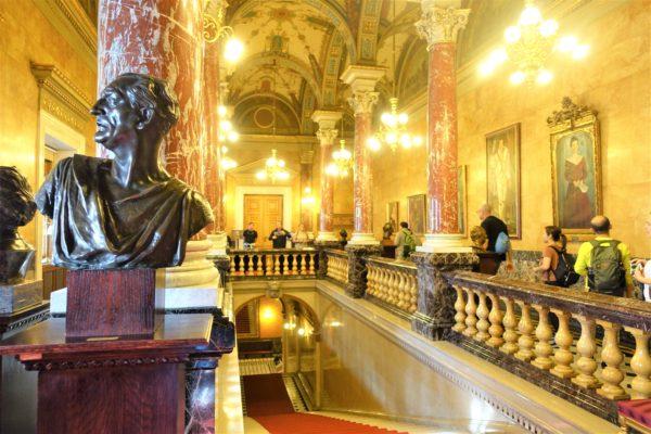 ブダペストの国立歌劇場の見学ツアー