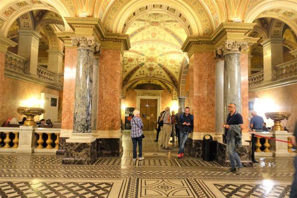 ブダペストの国立歌劇場の見学ツアーのチケットカウンター