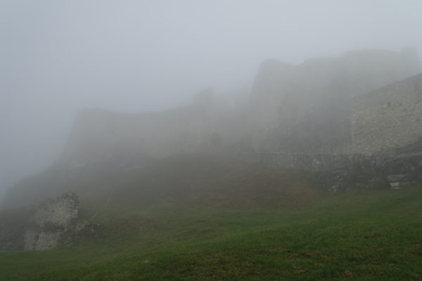 スピシュ城の朝霧が1時間で晴れた