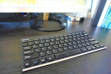 お洒落なワイヤレスキーボード!ステンレススチールのArteck2.4Gは充電式で6ヶ月使用可能!