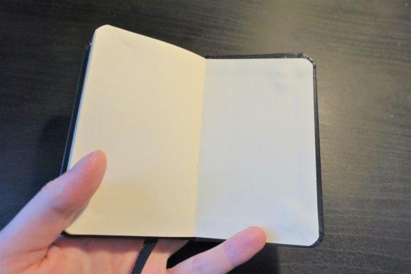 モレスキン風A7サイズのノートKORORUには内ポケットがない